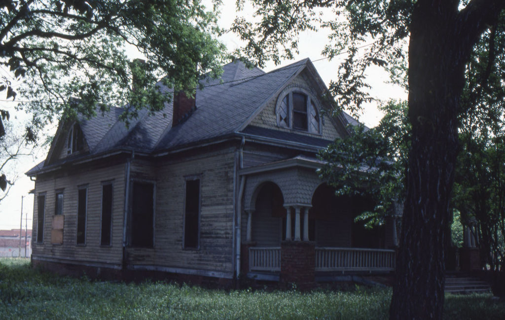 2902 Swiss Avenue in Dallas' Wilson Historic District before renovation and preservation in early 1980s